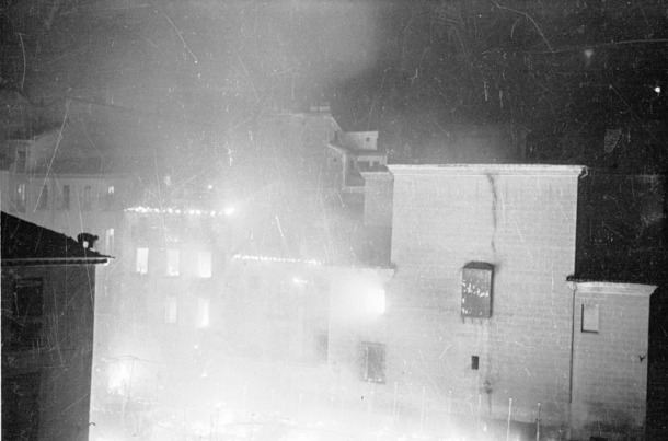 Bombardeo nocturno sobre Madrid. (Fotografía extraída del archivo histórico del PCE.)