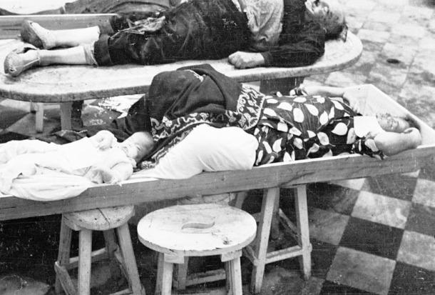 Depósito de cadáveres de Madrid tras un bombardeo. (Archivo histórico del PCE).