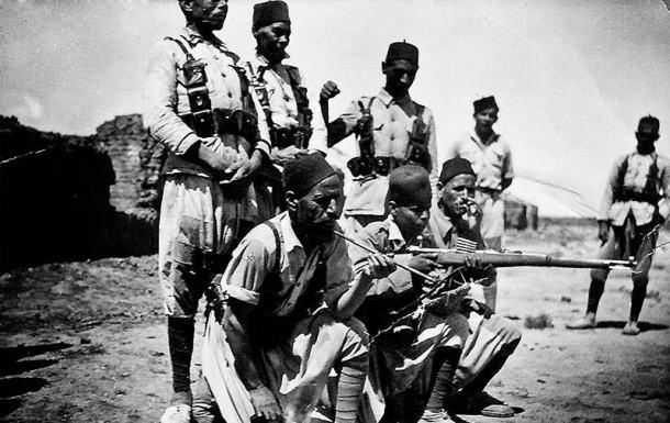 Soldados de Regulares durante la Guerra Civil.
