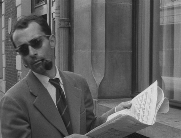 Godard se reservó una pequeña intervención sin texto encarnando a un soplón.