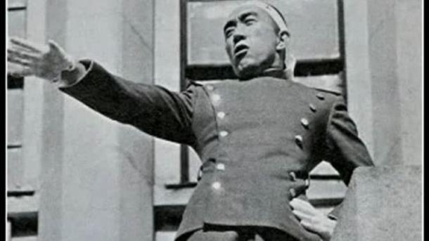 Mishima declama su arenga durante el Incidente.